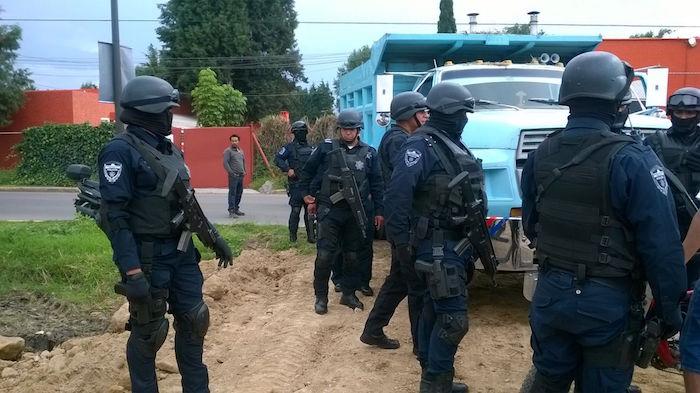 policias_resguardan_maquinaria